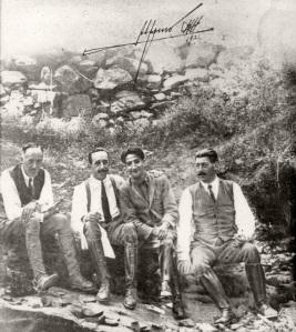 Alfonso XIII firmó para Pepe Campúa un retrato de ambos durante su visita a Las Hurdes en 1922
