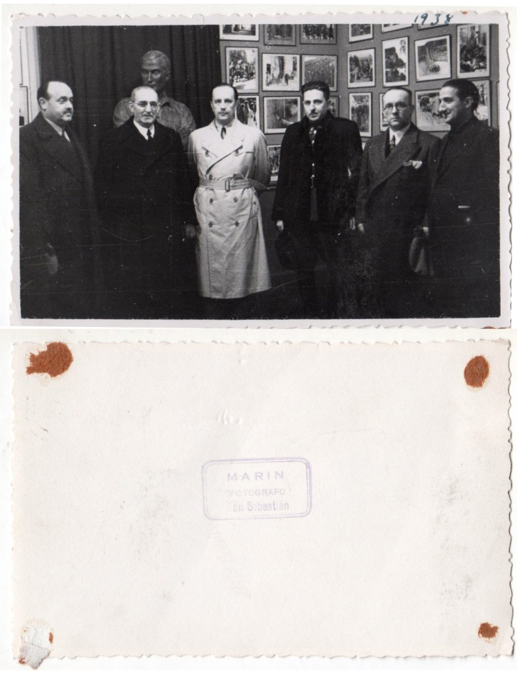 El célebre fotógrafo Marín retrató a Pepe Campúa en San Sebastián con motivo de la exposición de fotografías suyas de la guerra civil española