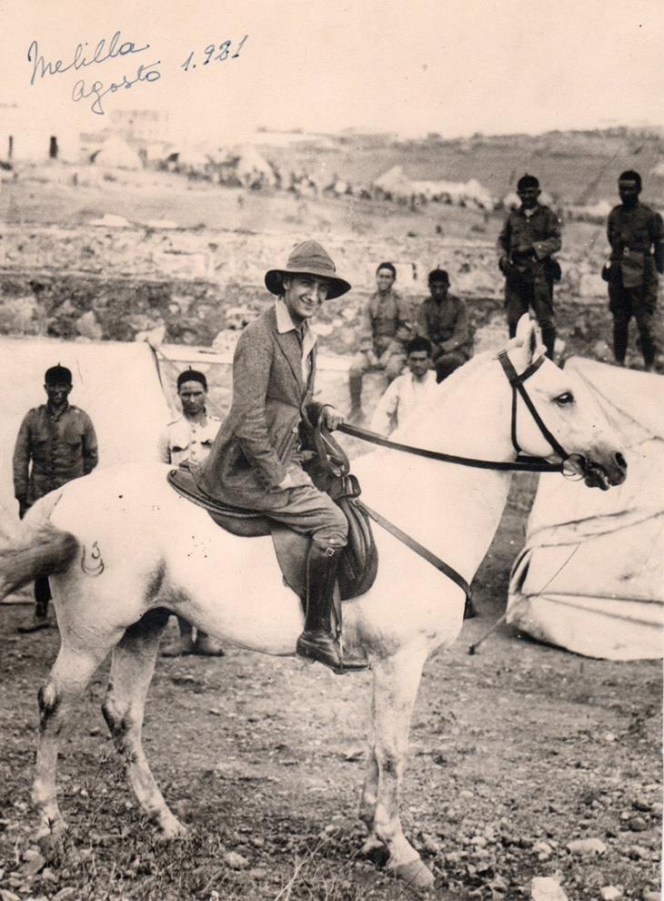 Positivado de época de Pepe Campúa montado a caballo en Melilla, durante la Guerra de Marruecos en agosto de 1921