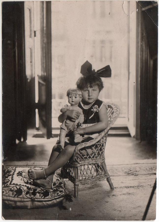 La hija de Campúa, Esther Demaría Piñerúa, en la casa familiar de la calle Velázquez en Madrid