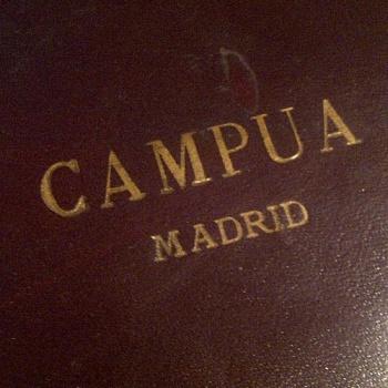 El nombre que hizo célebre a los Campúa, grabado en el estuche de una de sus cámaras de fotos.