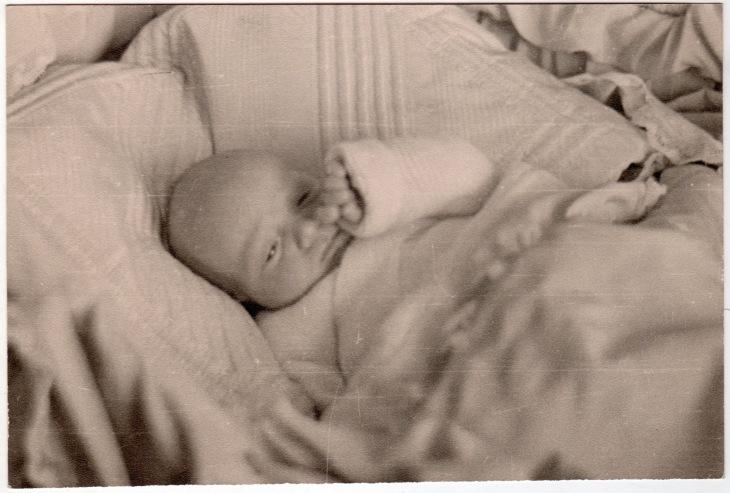Don Juan Carlos de Borbón, recién nacido, fotografiado
