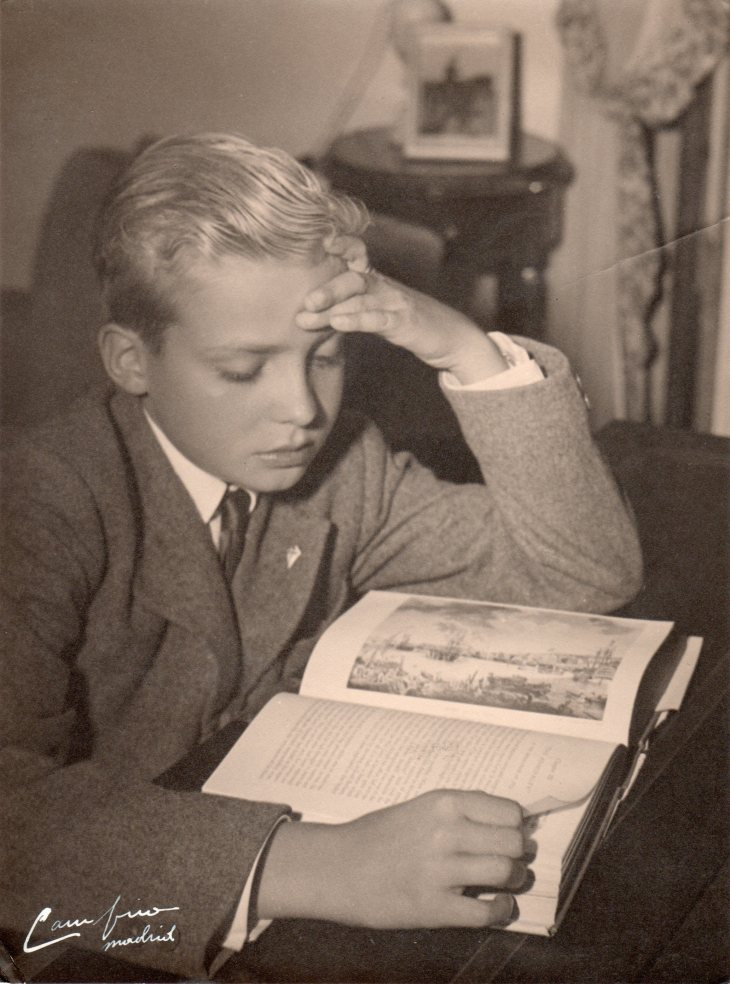 El príncipe Juan Carlos estudiando en Las Jarillas, retratado por Pepe Campúa