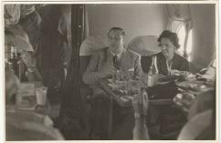 Pepe Campúa retrató algunos momentos del vuelo entre Madrid y Buenos Aires del ministro Martín-Artajo y su comitiva en 1948