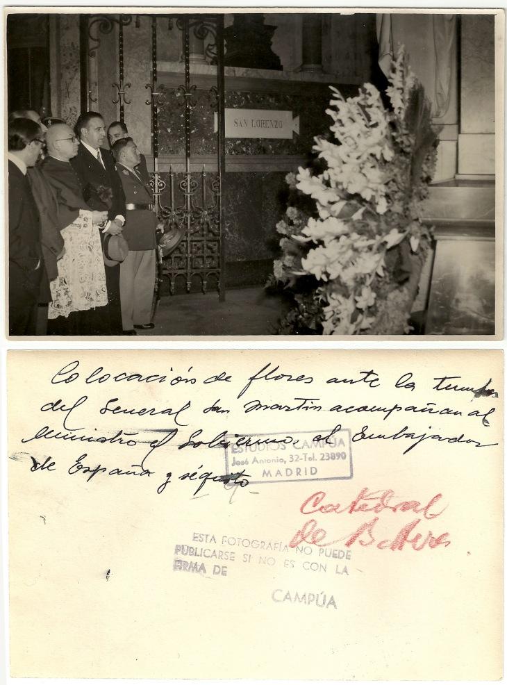 Ofrenda floral de Martín-Artajo al general San Martín en la catedral de Buenos Aires.