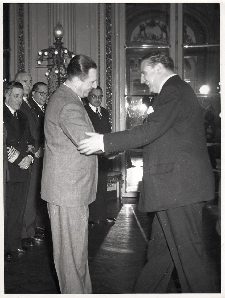 Positivado de época de la recepción que el general Juan Domingo Perón ofreció con motivo de la visita del ministro Martín-Artajo a Argentina.