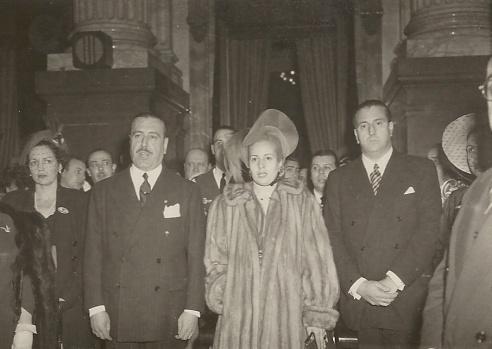 Martín-Artajo junto a Evita Perón durante el Te Deum en la catedral de Buenos Aires, fotografiados por Pepe Campúa