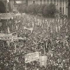 Concentración de las juventudes peronistas en la plaza de Mayo el 17 de octubre de 1948, captada por la cámara de Campúa.
