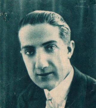 Pepe Campúa retratado como empresario cinematográfico en 1933, foto publicada en Mundo Gráfico.