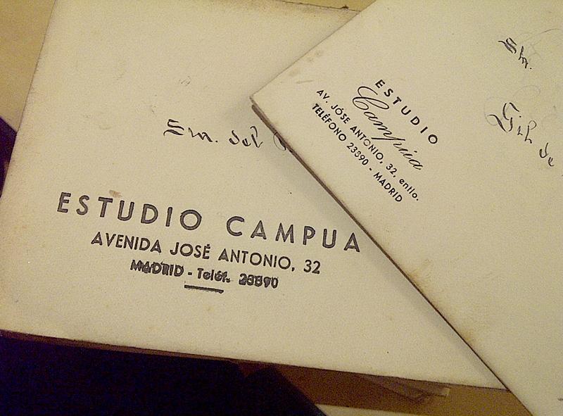 Sobres originales del primer estudio de Pepe Campúa, que el fotógrafo usaba para guardar el archivo de retratos