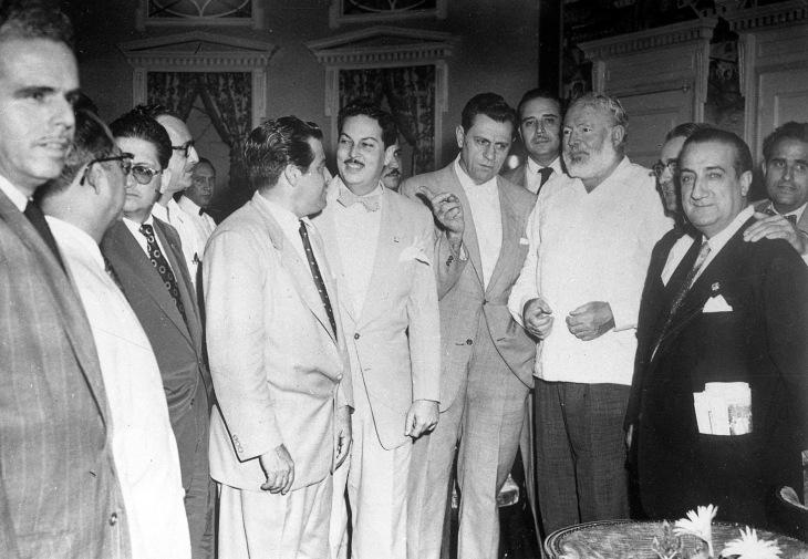 Reproducción de otra de las fotos del encuentro con Hemingway, que Campúa copió para su conservación en 1958. Se desconoce si esta imagen también es del estudio cubano Barcino Foto o de otro de los compañeros fotógrafos que asistieron al encuentro.