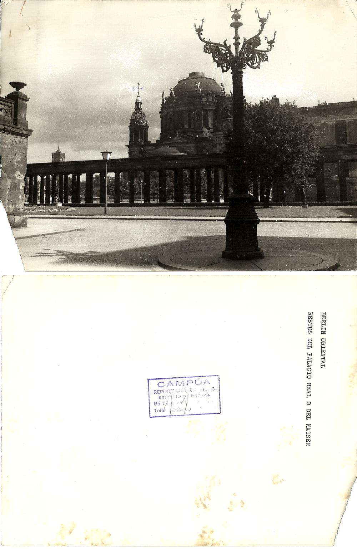 """Fotografía con la siguiente leyenda en el reverso: """"Berlín Oriental, restos del Palacio Real o del Kaiser"""", con sello del estudio de Campúa en Bárbara de Braganza (con lo cual fue positivado a partir de 1949, año en la que el fotógrafo empieza a trabajar en esta sede)"""