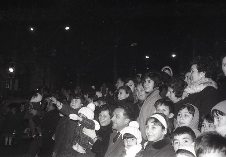 Cabalgata de Reyes en Madrid el 5 de enero de 1966 fotografiada por la cámara de Pepe Campúa