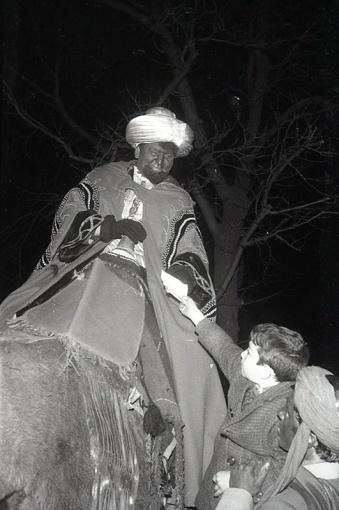 El rey Baltasar en la Cabalgata de Reyes en Madrid el 5 de enero de 1966 fotografiada por la cámara de Pepe Campúa