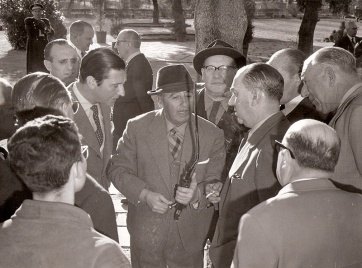 """El 13 de febrero de 1961 un fusil le estalla a Franco durante la cacería y José Demaría Vázquez """"Campúa"""" forotrafía la escena en exclusiva"""