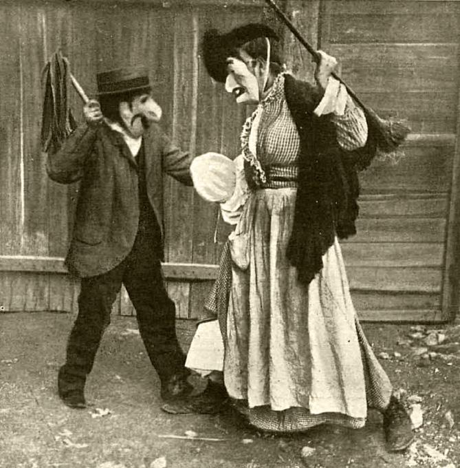 """Fotografia firmada por Campúa, probablemente autoría de Campúa padre, publicada el 27 de febrer de 1920 en Nuevo Mundo para ilustrar el relato """"La máscara roja"""" de José Ortega Munilla"""