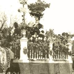 """""""España, país de las flores: carroza que ha obtenido el segundo premio en el concurso de Carnaval celebrado en Madrid"""", foto publicada en Mundo Gráfico el el 5 de marzo de 1924"""