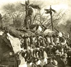 """""""Merienda de negros: la carroza que ha obtenido el segundo premio en el concurso de Carnaval de este año"""", foto publicada el 27 de febrero de 1925 en la revista Nuevo Mundo, en una página con fotos firmadas por Campúa y Díaz Casariego"""