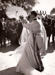 Carmen Franco y el Marqués de Villaverde bailan en el día de su boda