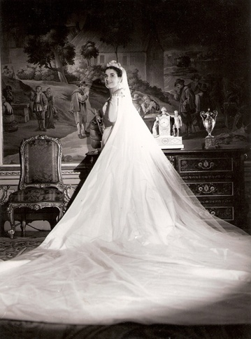 """Carmen Franco y Polo posa, en la víspera de su boda, para el reportaje fotográfico concedido en exclusiva a José Demaría Vázquez """"Campúa"""""""
