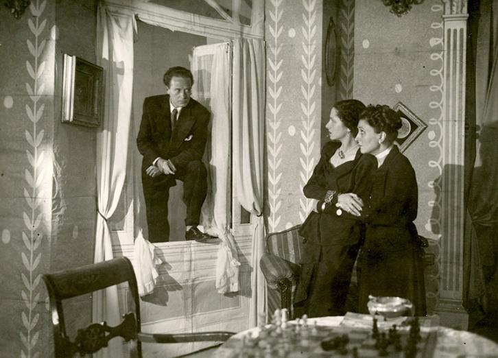 """El 12 de mayo de 1950 Josefina Carabias estrenó en el Teatro Gran Vía de Madrid su primera obra de teatro titulada """"Sucedió como en el cine"""""""