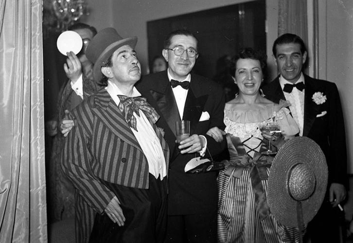 Baile de disfraces de Carnaval organizado por Luis Rubiera a los directores y artistas de la pantalla española el 1 de marzo de 1952, fotografiados por Pepe Campúa