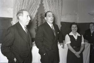 Homenaje a Josefina Carabias ofrecido por el Diario Informaciones el 4 de marzo de 1952 con motivo del premio Luca de Tena a esta periodista