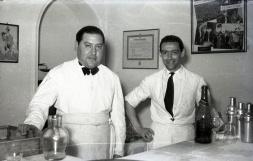 19 de marzo de 1952 Camareros en la onomástica de José Campúa celebrada en su estudio de la c/ Bárbara de Braganza