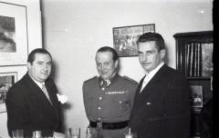 19 de marzo de 1953 Onomástica de José Campúa celebrada en su estudio de la c/ Bárbara de Braganza. El primero a la derecha es su yerno Antonio.