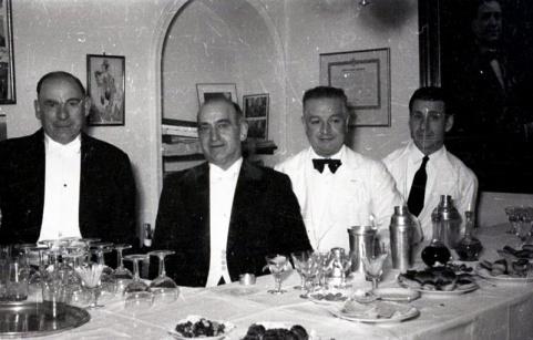 19 de marzo de 1953 Camareros en la onomástica de José Campúa celebrada en su estudio de la c/ Bárbara de Braganza