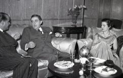 19 de marzo de 1954 Víctor de la Serna en la fiesta de onomástica de José Campúa en su casa en el Paseo de Rosales (Madrid)