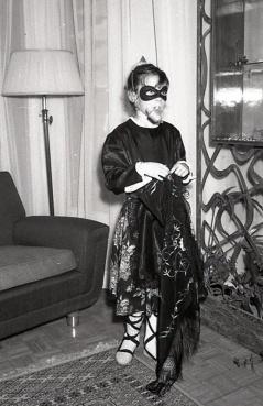 Fiesta infantil de Carnaval celebrada en casa de la familia Seijar Bayón el 4 de marzo de 1965