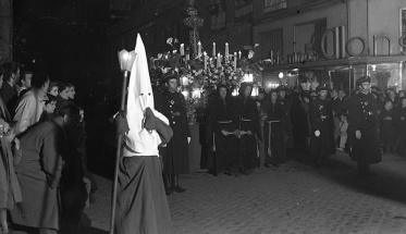 Procesión del Silencio en Madrid, fotografiada por Campúa en abril de 1950