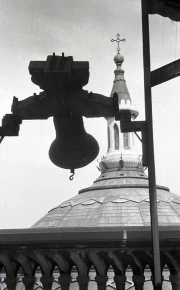 Campanas de la iglesia de San Manuel y San Benito anuncian el Sábado de Gloria. Foto de Campúa realizada en abril de 1952