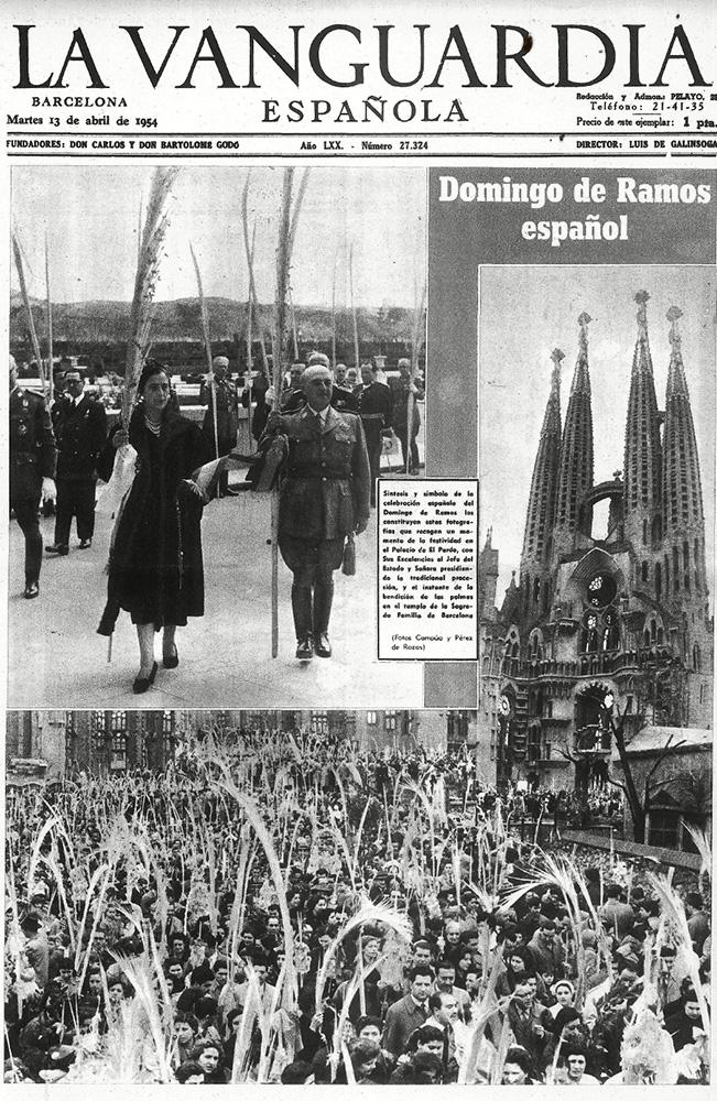 Portada de La Vanguardia el 13 de abril 1954 que informa de la celebración del domingo de ramos en el Palacio del Pardo con foto de Campúa