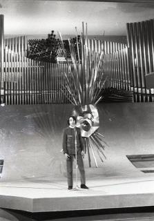 Jean-Jacques Bertolai, representante de Mónaco, durante su actuación en el Festival de Eurovisión 1969. Foto. Campúa