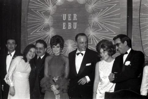 Manuel Fraga junto a las ganadoras del Festival de Eurovisión de 1969. Foto. Campúa
