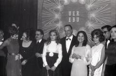 Manuel Fraga junto a Carmen Sevilla y las ganadoras del Festival de Eurovisión de 1969. Foto. Campúa