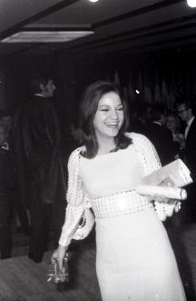 Frida Boccara, representante de Francia, una de las ganadoras de la edición de 1969 del Festival de Eurovisión. Foto. Campúa