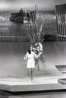 Paola del Medico, representante de Suiza, durante su actuación en el Festival de Eurovisión en 1969. Foto. Campúa