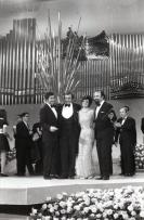 Salomé junto al compositor, letrista y director de orquesta tras proclamarse una de las ganadoras del Festival de Eurovisión 1969. Foto. Campúa