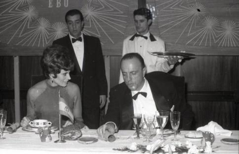Manuel Fraga junto a Salomé en la celebración de los premios del Festival de Eurovisión 1969. Foto Campúa