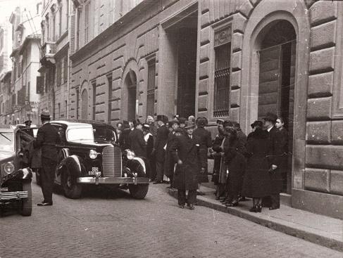 Entrada del bautizo de Juan Carlos en Roma en 1938. Foto. Campúa