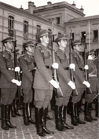 Juan Carlos en la escuela militar. Foto. Campúa