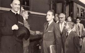 Juan Carlos llega para estudiar a San Sebastián junto a su hermano Alfonso. Foto. Campúa