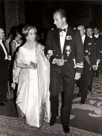 Juan Carlos en una recepción del brazo de Carmen Polo de Franco. Foto. Campúa