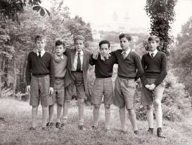 Juan Carlos en junio de 1952 junto a sus compañeros de estudios en San Sebastián. Foto. Campúa