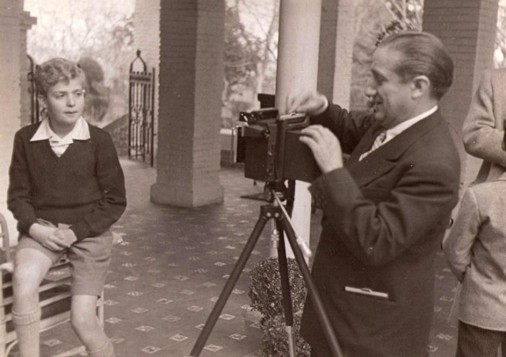 """José Demaría Vázquez """"Campúa"""" fue el único fotógrafo que retrató a Juan Carlos a su llegada a la escuela de Las Jarillas, cuando pisaba por primera vez España"""
