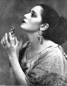 Retrato de Raquel Meller firmado por Campúa -posiblemente realizado por Campúa hijo-, publicado en Mundo Gráfico en mayo de 1921