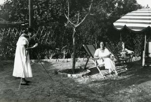 Raquel Meller haciendo las veces de fotógrafa en sus vacaciones en 1921